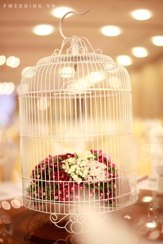 hoa trang tri ban tiec cuoi