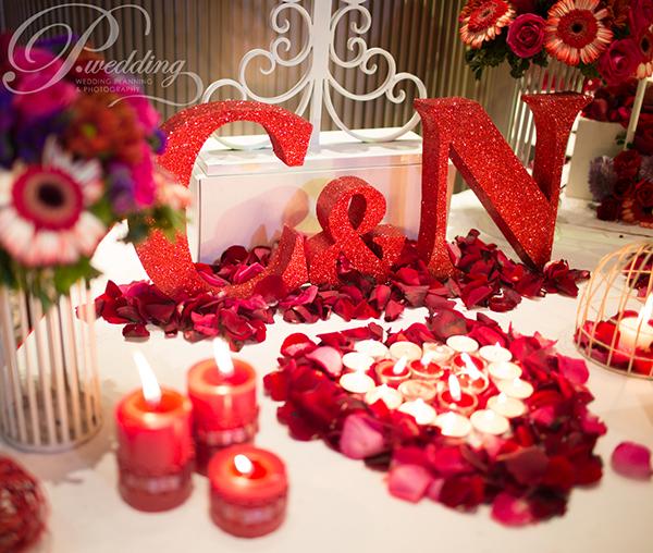 Tiệc cưới ấn tượng với sắc đỏ cổ điển nhưng hiện đại