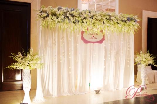 Trang trí tiệc cưới tone màu trắng sang trọng